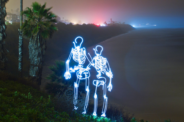 Light-Paintings-Darren-Pearson-Skeleton-Couple-Swami-Beach